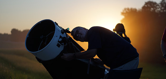 Southern Illinois Star Party, AASI member looking through telescope
